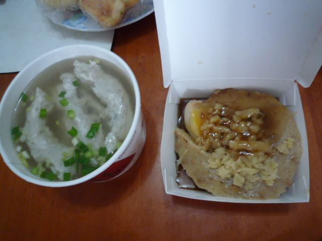 碗カ(米ヘンに果)と魚の団子スープ