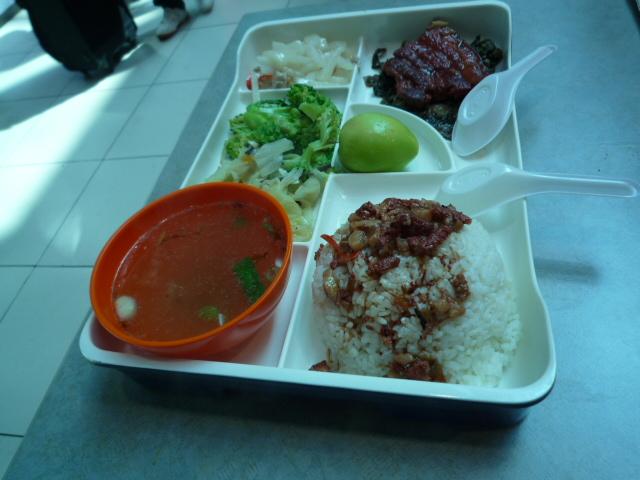 昼食:(米ヘンに空)肉飯