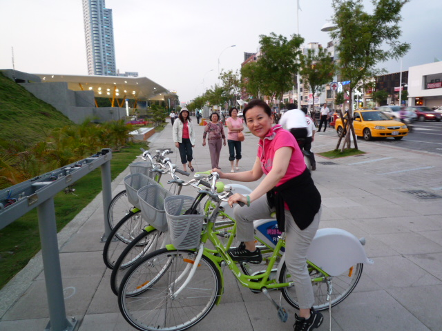 中央公園と城市光廊を散策