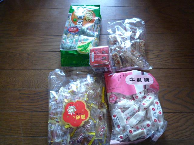 台湾スーパーで買ったお菓子