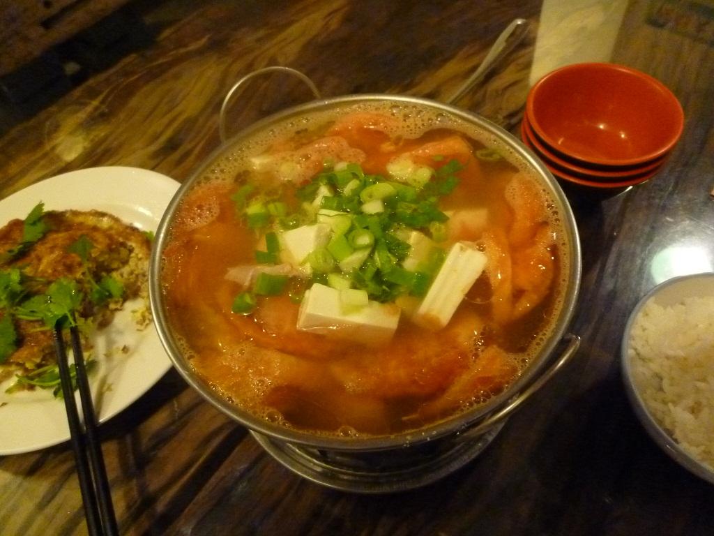 トマトスープ鍋(痩肉番茄湯)