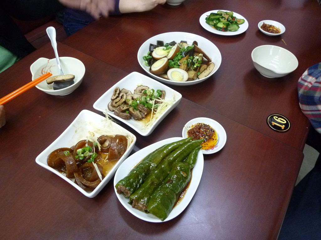 高雄の餐館「美東二」内臓料理
